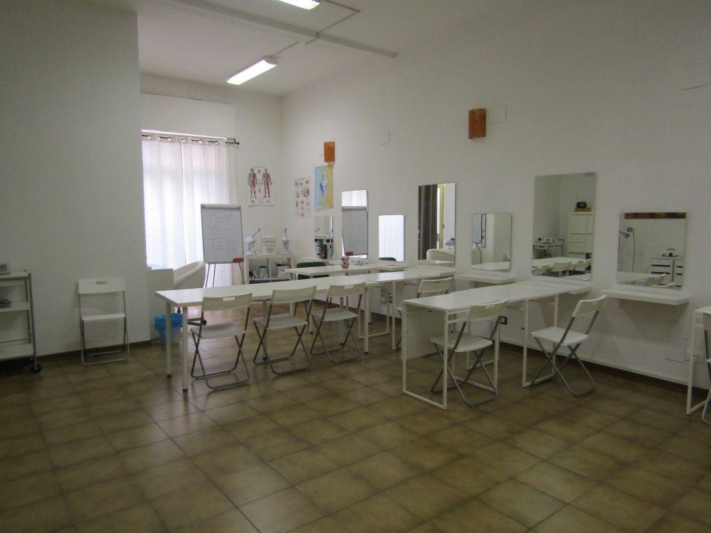 FONDO COMMERCIALE in AFFITTO a PIOMBINO - GENERICA